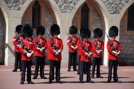 changing-of-the-guards-959470_1920